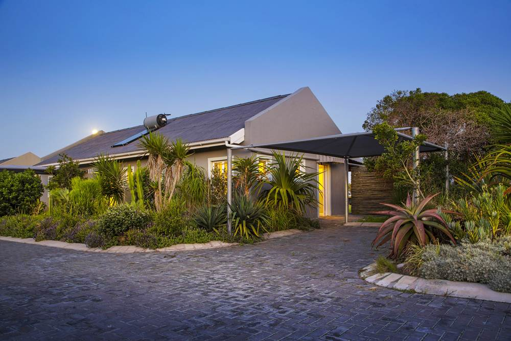 Self Catering unit at Cannon Rocks Beach Suits